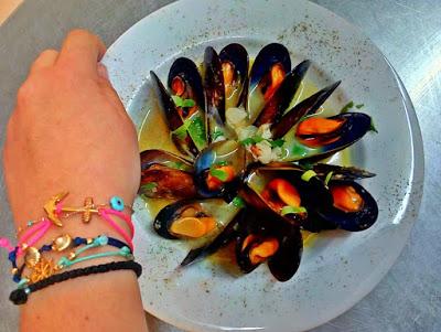 How to… wine steamed mussels! Η τελεια συνταγη για μυδια αχνιστα!